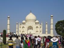 Gagra Indien, November 21, 2013 Taj Mahal ?r en h?rlig mausoleum av vit marmor som byggs av den Mughal kejsaren Shah Jahan royaltyfria foton