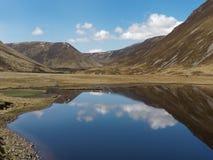 Gaick-Durchlauf, Loch Bhrodainn, Schottland kann herein stockbilder