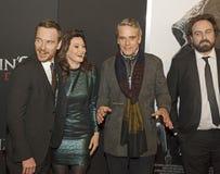 Gaieté sur le tapis rouge avec Michael Fassbender et Jeremy Irons photos stock