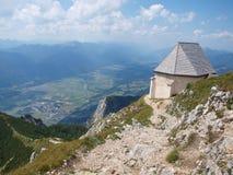 Gailtalalpen, mening van de wandelingssleep op de berg Dobrats stock foto