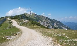 Gailtalalpen, mening van de wandelingssleep op de berg Dobrats royalty-vrije stock foto