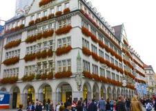 Gaily Decoated Munich byggande royaltyfri foto