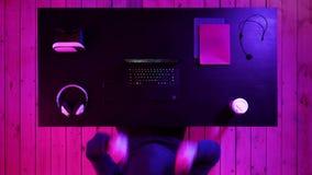 Gain de garçon de Gamer banque de vidéos