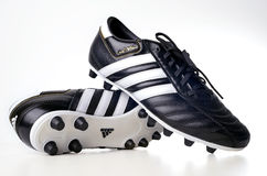 Gaine du football d'Adidas image stock