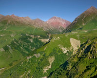 Gainst landscapea горы лета голубое небо Стоковое Изображение RF