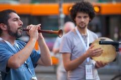 Gaitero durante el concierto de la calle Foto de archivo libre de regalías