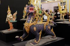 Gajasiha, Himaphan ForestAt皇家火葬场四头狮子之一  在泰国 免版税库存图片