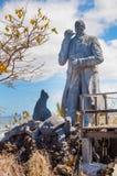 GALÁPAGOS, EQUADOR, MARÇO, 19 2018: Estátua de Charles Darwin na ilha Galápagos de San Cristobal imagem de stock royalty free
