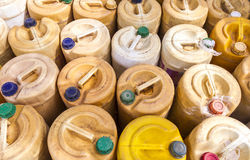 Galão plástico amarelo - Tailândia imagens de stock royalty free