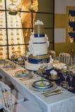 Gala Banquet: Luxedecoratie voor Lijst met Weelderig Belangrijkst voorwerp stock foto's