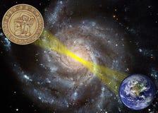 Galaktische Energie richtet der Mayaprophezeiung-2012 Erde aus Stockfotografie