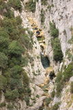 Galamus峡谷的,比利牛斯orientales河在法国 免版税库存照片