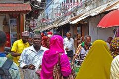 Galande av folk-Arusha, Tanzania, Afrika Fotografering för Bildbyråer