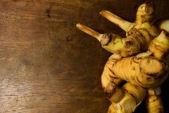 Galangal на деревянной предпосылке Стоковое фото RF