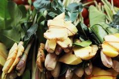 Galangal citroengras, kaffir kalkbladeren voor soep. Stock Afbeeldingen