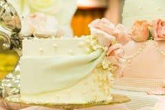 Galanteryjny Ślubnego torta pokazu stół Obrazy Royalty Free