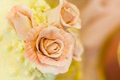 Galanteryjny Ślubnego torta pokazu stół Zdjęcia Stock
