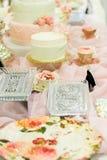 Galanteryjny Ślubnego torta pokazu stół Fotografia Royalty Free
