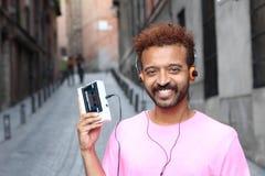 Galanteryjny afro mężczyzna słucha stereo cassete Obraz Royalty Free