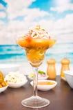 Galanteryjny i elegancki sposób słuzyć ceviche Zdjęcie Royalty Free