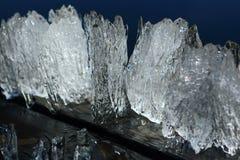 Galanteryjny lodowy floe łapiący od jeziora w wiośnie obrazy stock