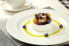 Galanteryjny Mangowy pudding z dokrętkami Zdjęcie Stock