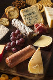 Galanteryjny mięso i Cheeseboard z owoc Obrazy Royalty Free