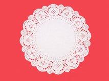 Galanteryjny papierowy doily, round dziurkujący i embossed, Zdjęcia Royalty Free