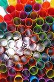 Galanteryjny słomiany sztuki tło Abstrakcjonistyczna tapeta barwione galanteryjne słoma Tęczy barwiona kolorowa deseniowa tekstur Obraz Royalty Free