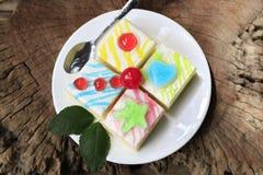 Galanteryjny tort na starej drewnianej podłoga Zdjęcie Royalty Free