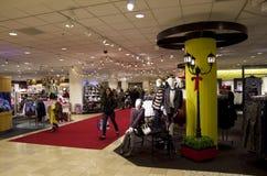 Galanteryjny wydziałowego sklepu wnętrzy oświetleniowy sklep Zdjęcie Royalty Free