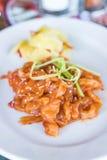 galaretowa ryba z sezamowego oleju sałatką zdjęcia royalty free