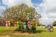 Galaretowej ryba kształtujący światła na drzewie dla Nusa Dua zaświecają festiwal Oceanu światu temat miły dzień dziewczyny razem fotografia stock