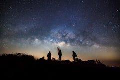 Galassia della Via Lattea all'alta montagna di Doi Luang Chiang Dao in Chiang fotografia stock