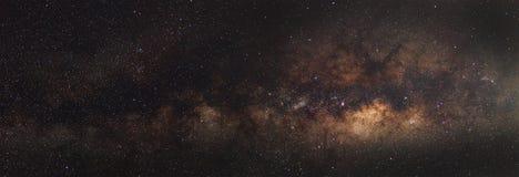 Galassia della Via Lattea di panorama, fotografia lunga di esposizione, con grano immagine stock libera da diritti