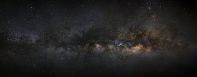 Galassia della Via Lattea di panorama, fotografia lunga di esposizione, con grano, h Immagini Stock Libere da Diritti