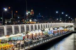 Galata桥梁在晚上 图库摄影