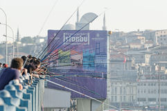Galata桥梁的,伊斯坦布尔渔夫 图库摄影