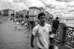 Galata-Brücke voll von lokalen Fischern, Istanbul Lizenzfreies Stockfoto