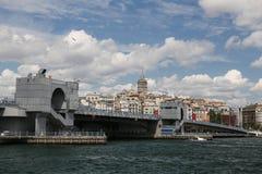 Galata bro och Galat torn i den Istanbul staden Arkivbilder