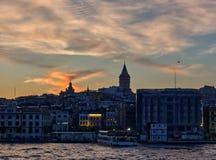 Galata torn från Bosphorusen royaltyfri foto