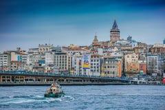 Galata torn i Istanbul vid havet Royaltyfri Fotografi