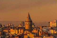 Galata torn på solnedgången arkivbilder