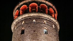 Galata-Turm nachts, Istanbul, die Türkei stock footage
