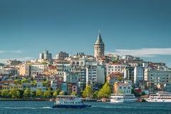 Galata wierza nad Złotym rogiem w Istanbuł, Turcja obraz stock