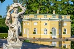 Galateabeeldhouwwerk dichtbij Hoger Bathhouse paviljoen in Catherine royalty-vrije stock fotografie