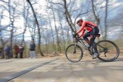 GALATI,罗马尼亚- 4月04 :竞争的未知的竟赛者  图库摄影