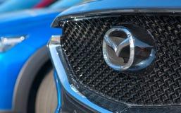 Galati, ROEMENIË - SEPTEMBER, 2, 2017: Mazda-het ontwerp van het merkembleem in een auto Stock Afbeeldingen