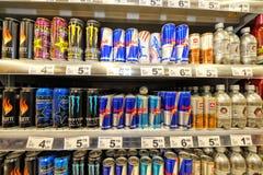 GALATI, ROMÊNIA - 4 DE ABRIL: Fotos no hipermercado Auchan o grande imagem de stock royalty free