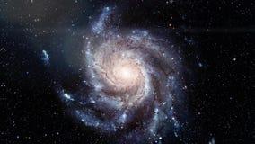 Galaxia espiral giratoria Exploración espacial profunda campos y nebulosas de estrella en espacio almacen de video